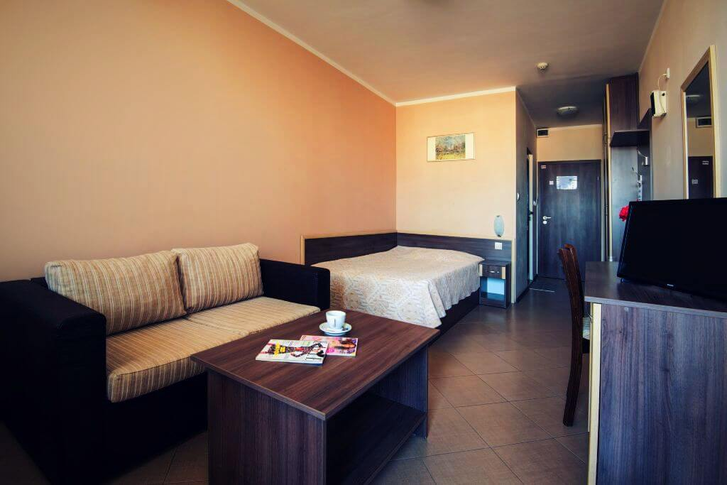 Cozy single room with small double bed and sofa, Hotel SPS