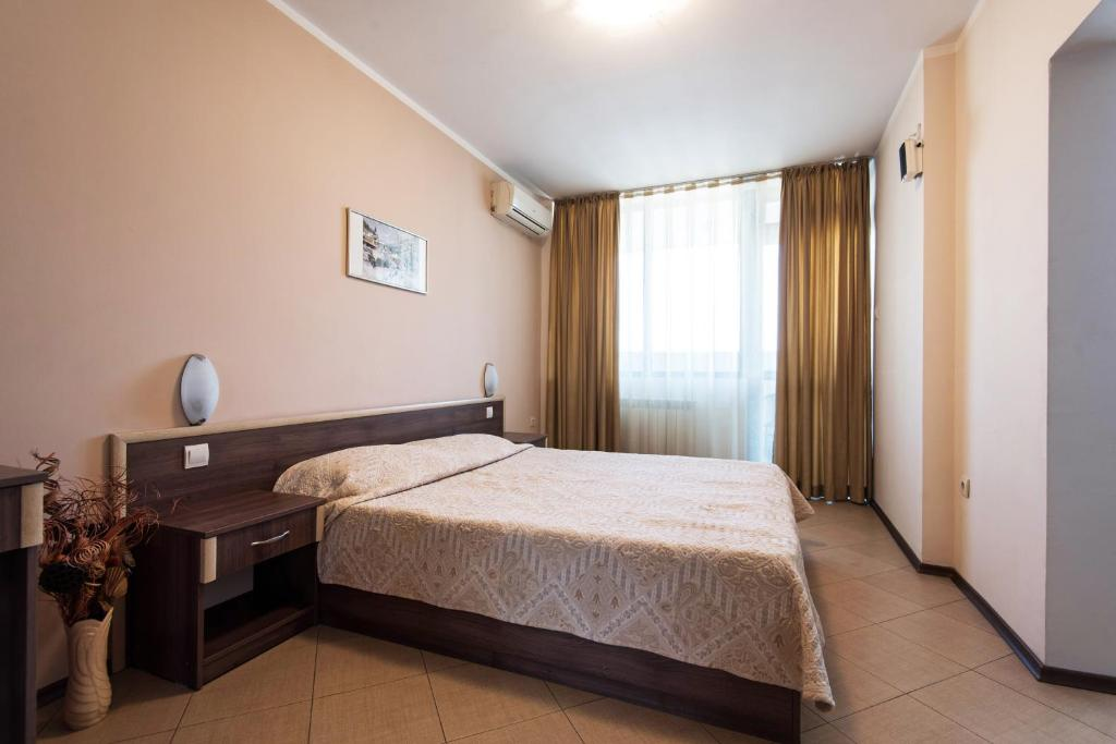 King-sized bed - Apartments, Hotel SPS